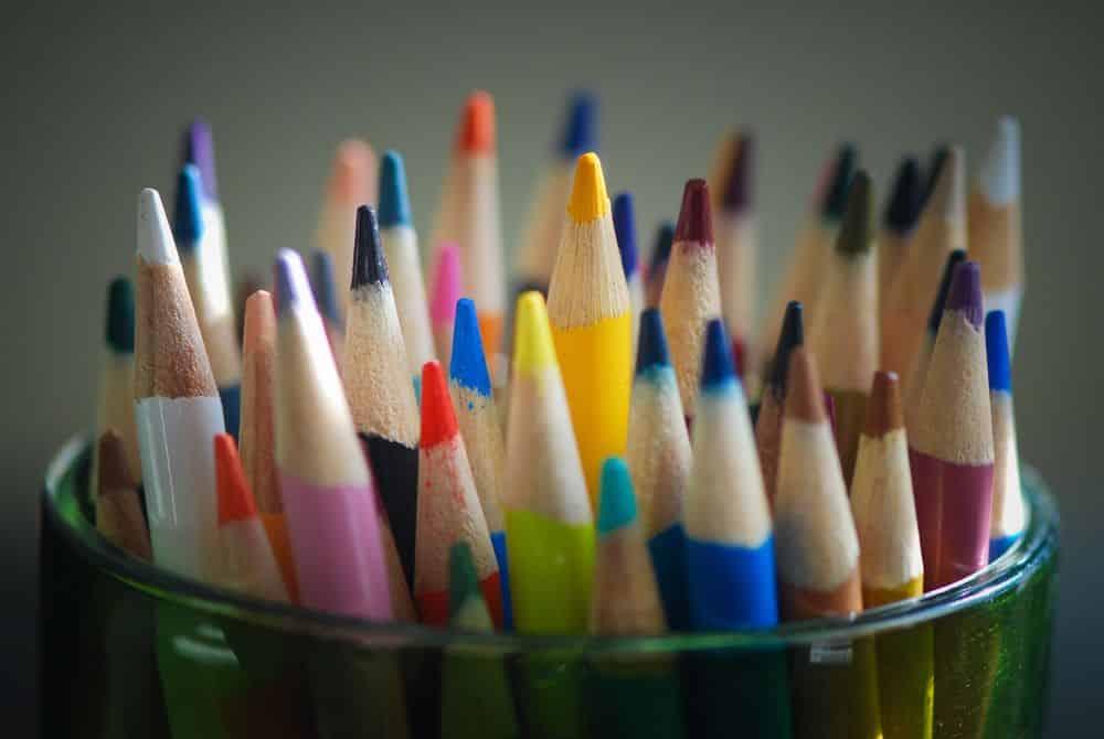 Чем подкрасить эпоксидную смолу в домашних условиях