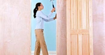 Как установить межкомнатную дверь без порога: пошаговая инструкция с фото и видео