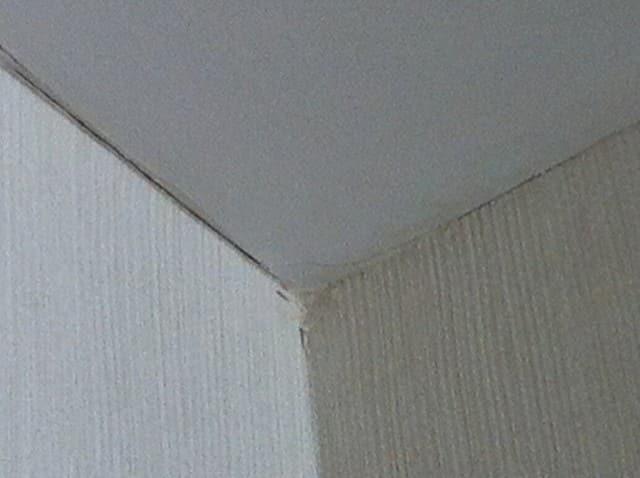 Ненадежность крепежей натяжного потолка | Почему провис натяжной потолок — причины, что делать