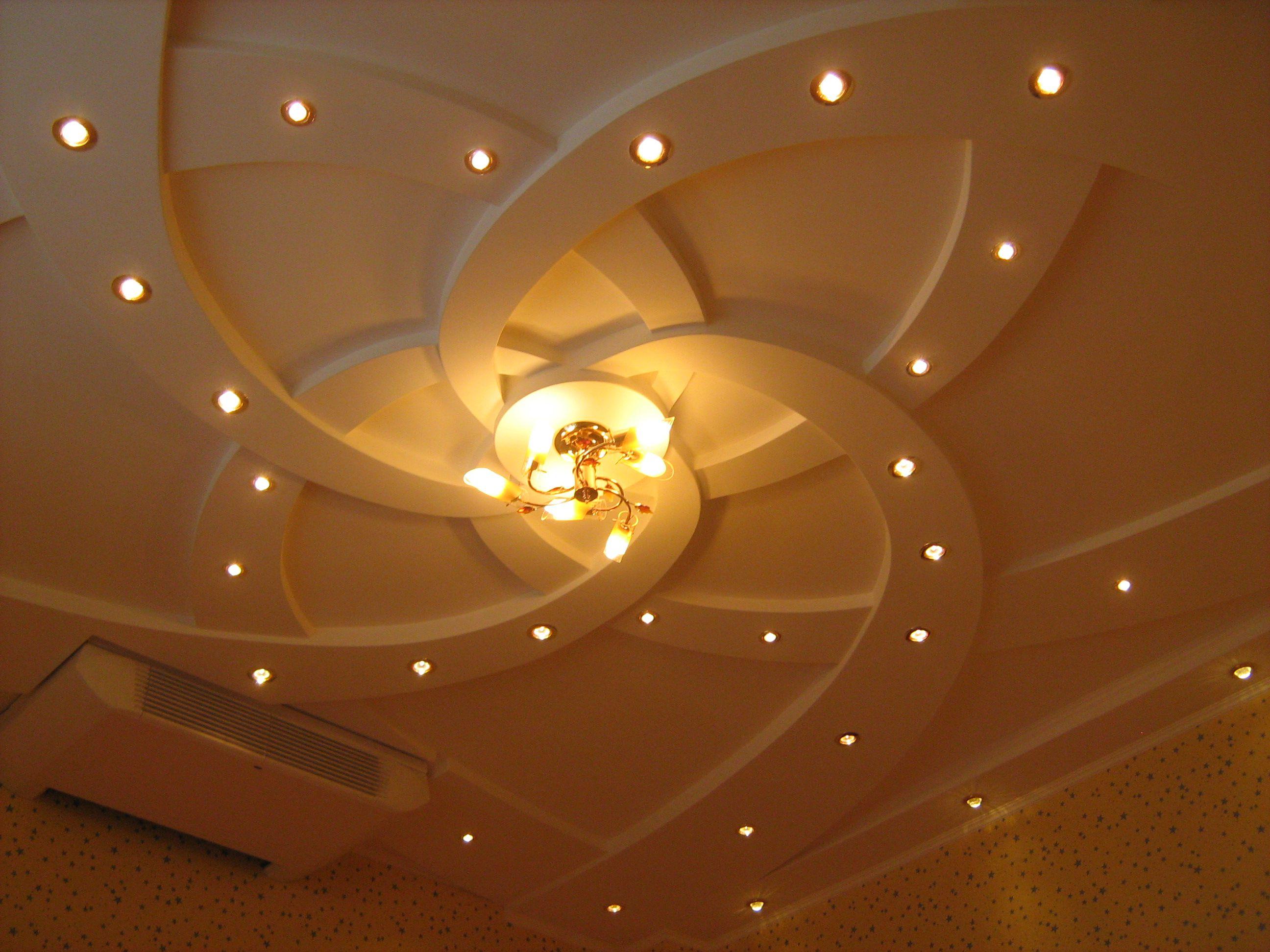 Преимущества гипсокартонных потолков | Короб из гипсокартона на потолке под натяжной потолок