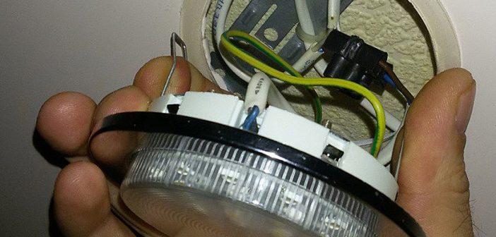 Как снять светильник с натяжного потолка: пошаговая инструкция с фото и видео