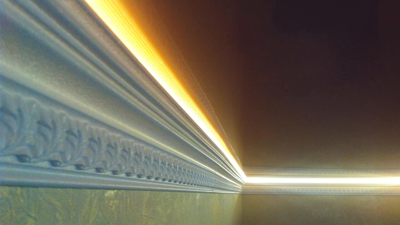 Как монтировать светодиодную ленту под потолочный плинтус | Светодиодная лента под натяжным потолком