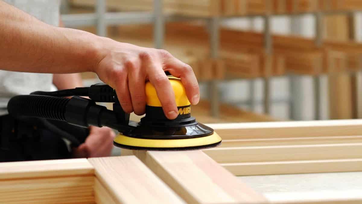 Подготовка деревянной поверхности перед нанесением морилки